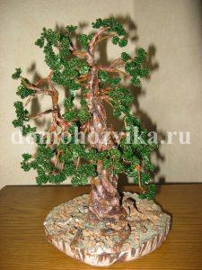 Посмотреть изделия из бисера с описаниями можно. http://domohozyika.ru/rukodelie/derevo-iz-bisera.  Vialisa.