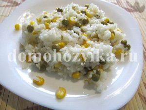 Рис с кукурузой и зеленым горошком