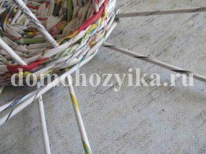 korzina-iz-gazetnyx-trubochek-2_26