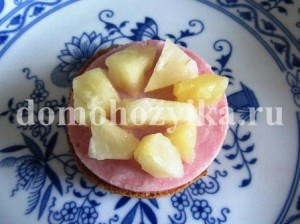 buterbrody-s-ananasom-i-vetchinoj_3