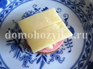 buterbrody-s-ananasom-i-vetchinoj_4