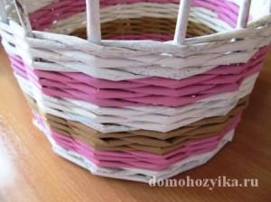 shkatulka-iz-gazetnyx-trubochek-s-rozami_14