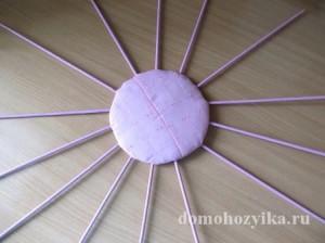 shkatulka-iz-gazetnyx-trubochek-s-rozami_18