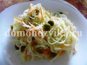 salat-iz-kapusty-s-zelenym-goroshkom_8