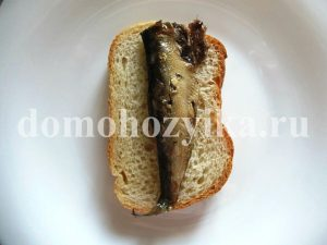 buterbrody-so-shprotami-i-syrom_1