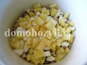 salat-cezar-s-ananasom_5