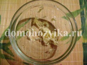 salat-s-vetchinoj-i-suxarikami_5