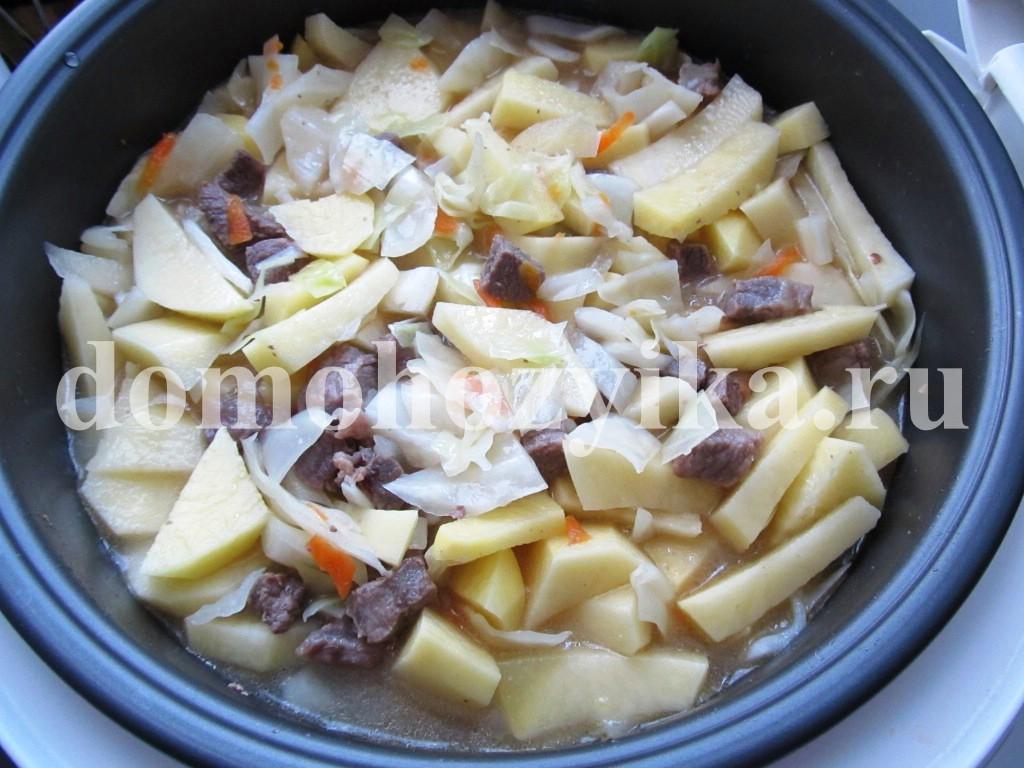 Картошка с капустой и мясом в мультиваркеы