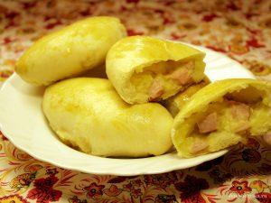 Пирожки с сосисками и картошкой